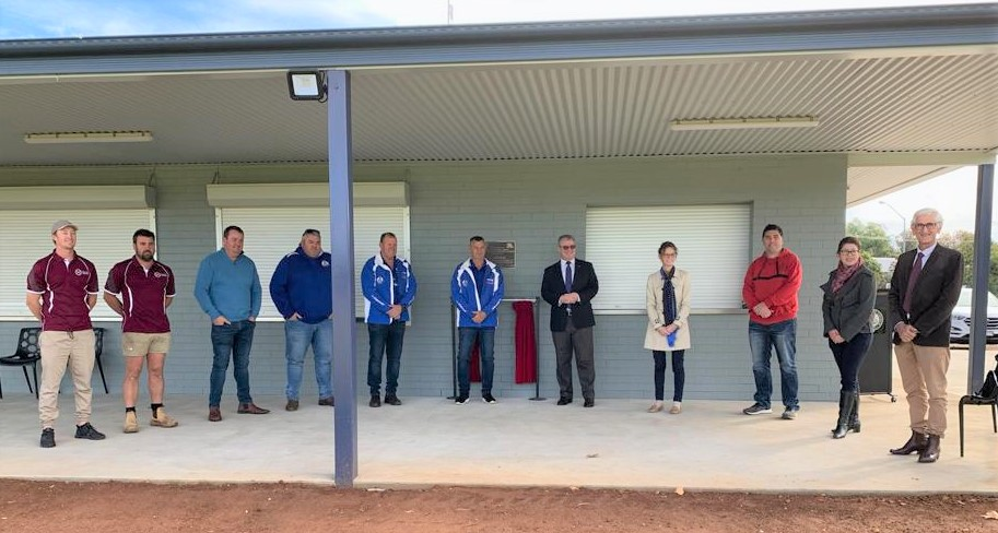 Member for Cootamundra Steph Cooke MP with Temora Mayor Rick Firman and members of Nixon Park user groups and construction workers  under the amenities structure