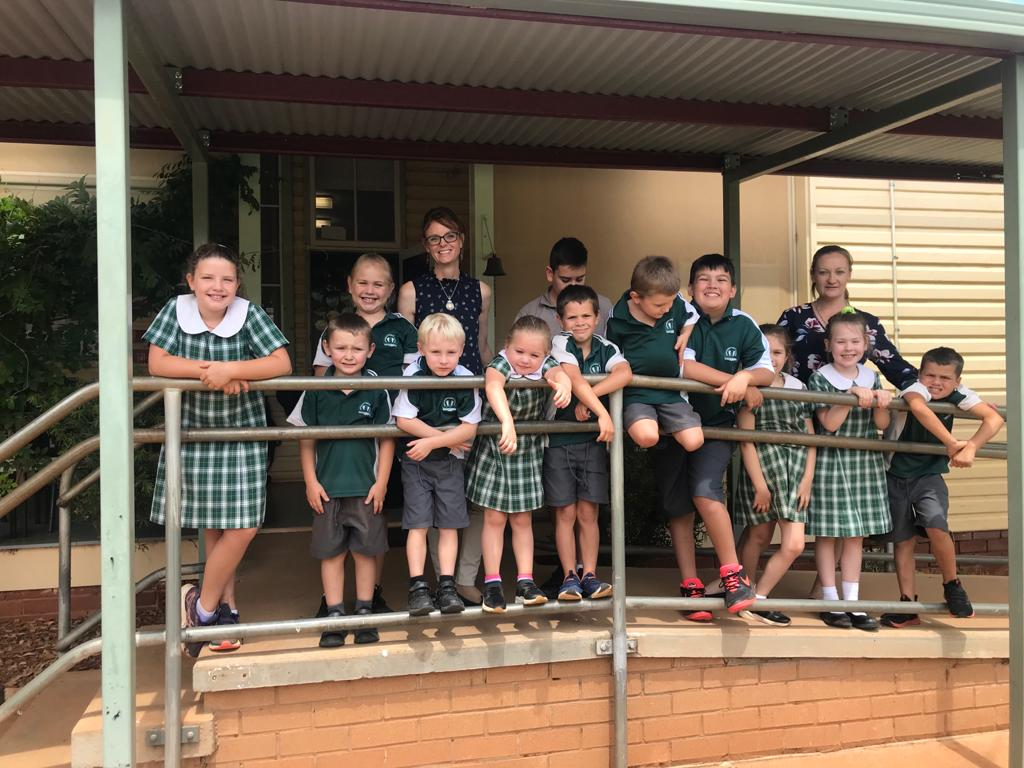 Steph Cooke MP with Naradhan Public School students on their school ramp